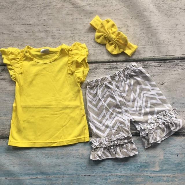 Verano de los bebés trajes niños boutique de ropa de las muchachas top amarillo con gris flecha ruffle shorts trajes con diadema