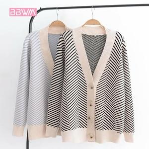 Image 1 - 2020 가을 여성의 새로운 스웨터 느슨한 줄무늬 스웨터 카디건 긴팔 v 목 다목적 재킷의 한국어 버전