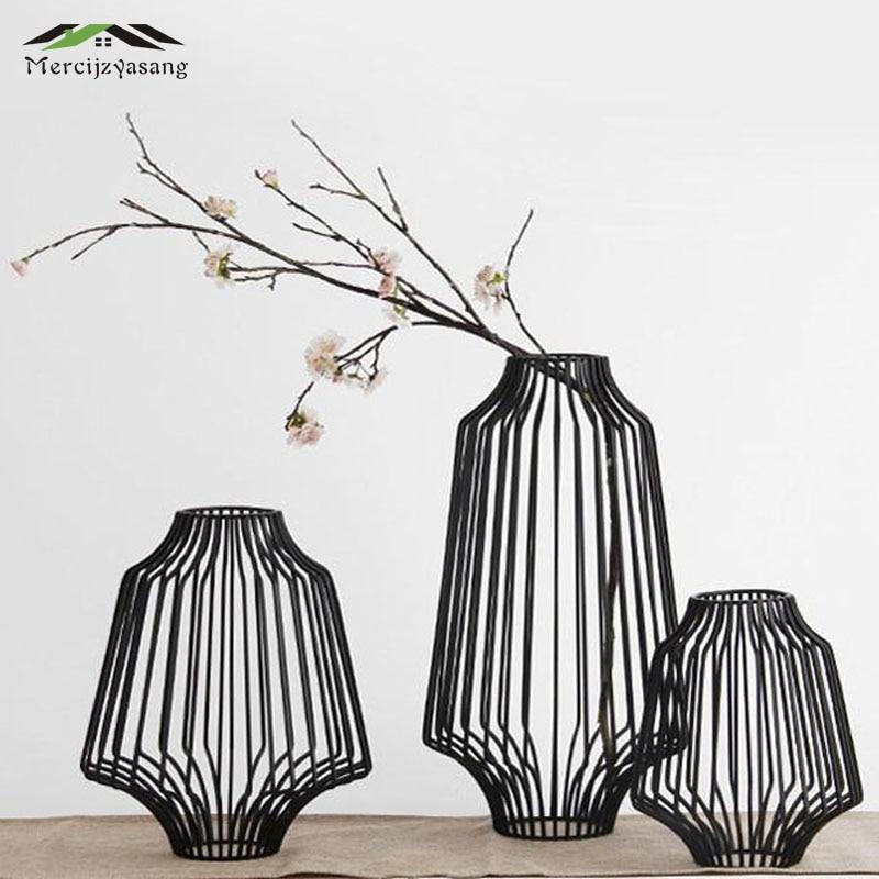Ev ve Bahçe'ten Vazolar'de 3 adet/grup Masa Vazolar Avrupa Metal Siyah Çiçek Vazo Geometrik Şekil Demir Sanat Mumluk Ev/Düğün Dekorasyon hediye G056'da  Grup 1