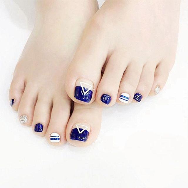 Shiny Navy Blue White Triangle Pattern Fake Nails Tips Silver Glitter Toe Nail Full Cover Toenails