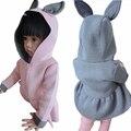 Nuevos Bebés del Otoño del Resorte Chaquetas de Algodón de Aire de Manga Larga Abrigos Moda Diseño de Conejo Con Capucha Ropa Niños Niños prendas de Vestir Exteriores
