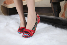 2016 new women embroidery cloth shoes soft floral embroidered ethnic style old Beijing Dance walking single shoes size 34-41