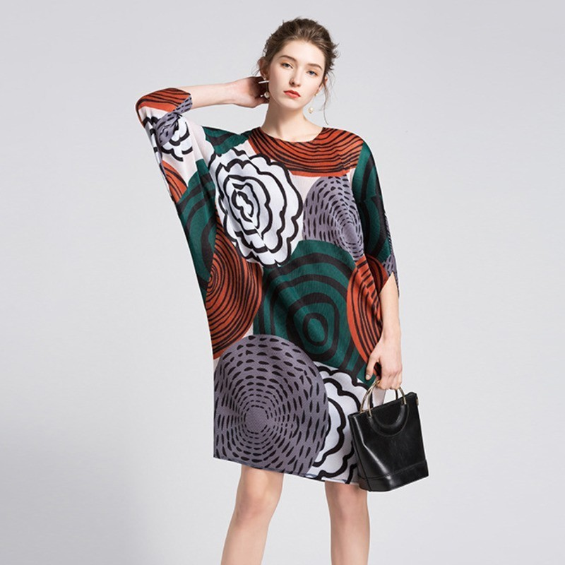 LANMREM 2019 New Fashion Contrast Color Print Batwing Pleated Dress O neck Female s Personality Loose