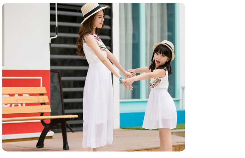HTB1Dh16fTnI8KJjy0Ffq6AdoVXaB - Summer Family Matching Outfits Ethnic Style Mother Daughter Beach Dresses Father and Son White T-shirt Family Clothing Sets