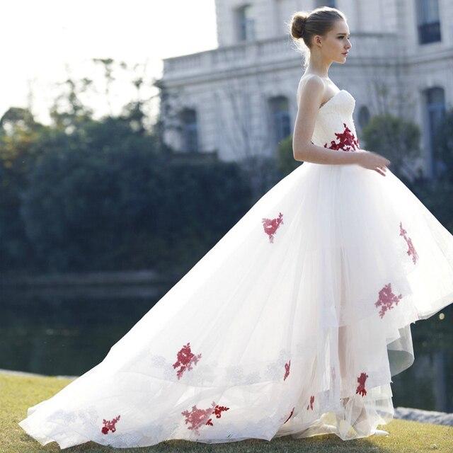 092dc54d025 Vestido бранко Белый Высокий Низкий Свадебное Платье с Красным Кружевом  Задняя Часть корсета Пляж Boho Свадебное