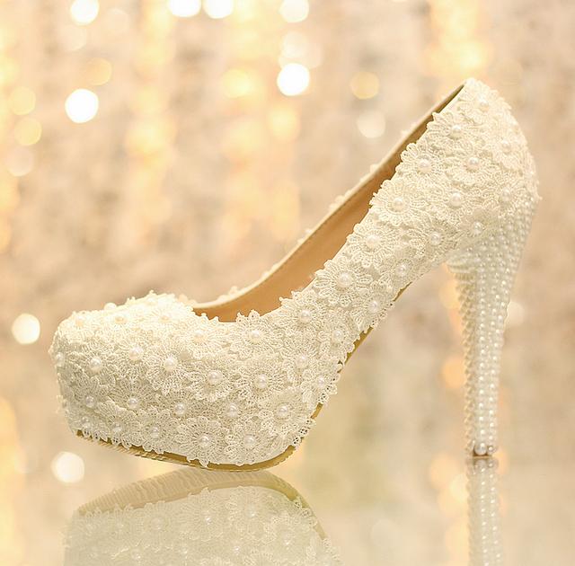 Mulheres Moda Flores Brancas Rendas Plataforma De Salto Alto Sapatos de Casamento Pérolas