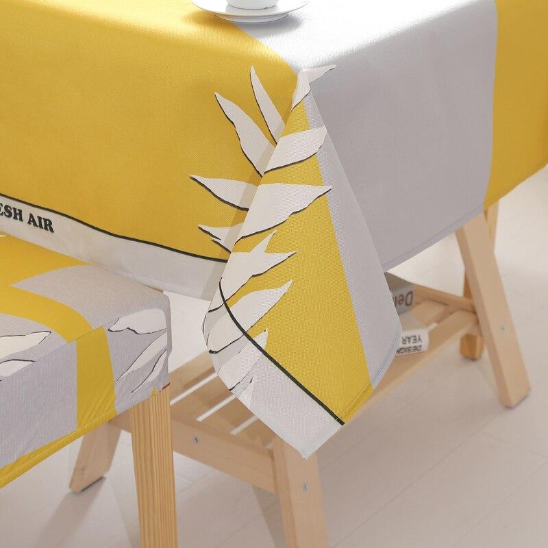 Housse de chaise et nappe de table jaune fleur