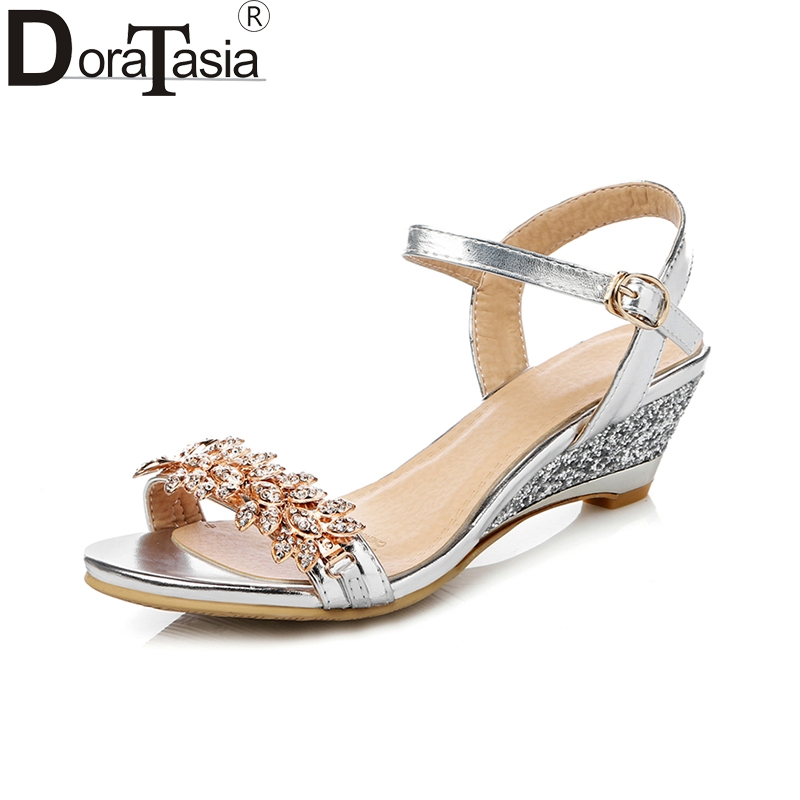 DoraTasia 2018 Liela izmēra 33-43 Fashion Bling sandales Sievietes - Sieviešu apavi