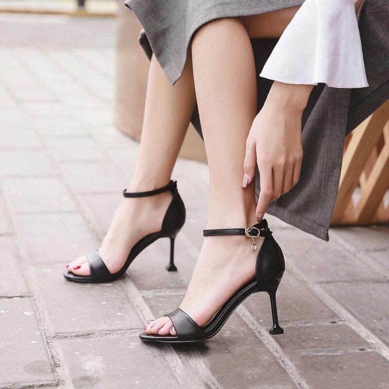 LianHuaXiang nouvelle couverture d'été chaussures femmes sandales bout ouvert chaussures chaton talon marque pompes de mariage chaussures simples chaussures brevetées