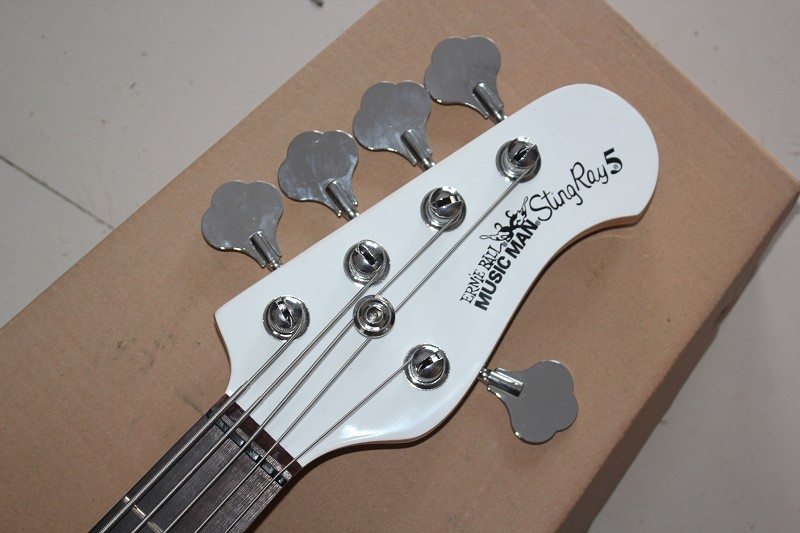 High Quality Music Man StingRay 5-String White Electric Bass Guitar with 9 V Battery active pickups14-9-30