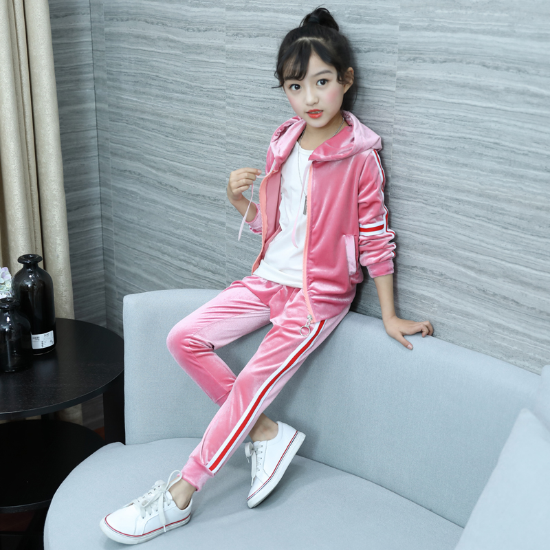 купить 2018 New Girls' Fall Outfit Children's Fashion Spliced Gold Velvet Sports Suit Kids Leisure Hooded Jacket + Pants 2 Pcs Set A637 по цене 1695.18 рублей