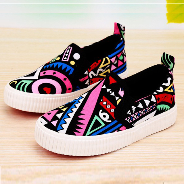 Boys Casual Slip On Black SneakersSpring Children Canvas Shoes Girls Floral  Fashion Flat Graffiti Cool Kids Shoes Loafers 5cd2cc54e