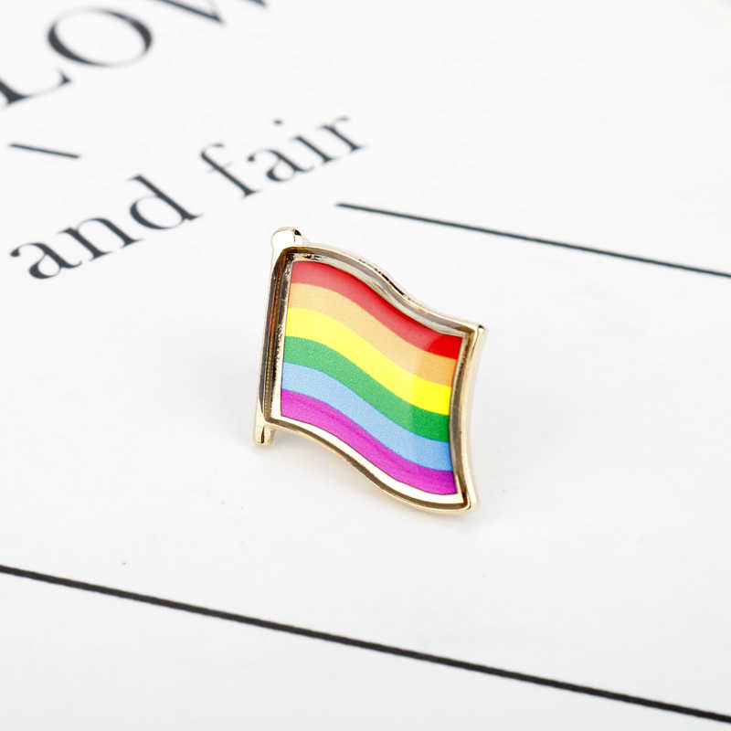 Gay Pride LGBT Warna-warni Hati Enamel Pin Bros untuk Wanita Wanita Kartun Rainbow Logam Bros Pin Denim Topi Lencana Kerah perhiasan