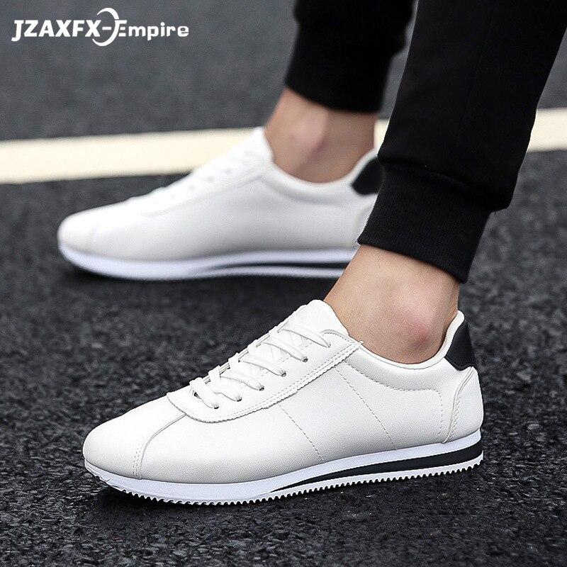 Gli uomini Bianchi scarpe 2018 casuale di nuovo modo gli studenti bianco scarpe scarpe da tavolo uomini di tendenza di scarpe di tela traspirante scarpe da ginnastica zapatos hombre
