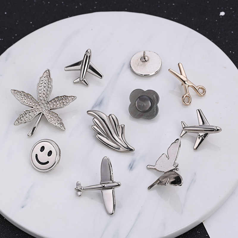 i-Remiel Maple Leaf Smiling Face Aircraft Brooch 2018 Men's Suit Lapel Pins Brooches Butterfly Jewelry Shirt Collar Accessories