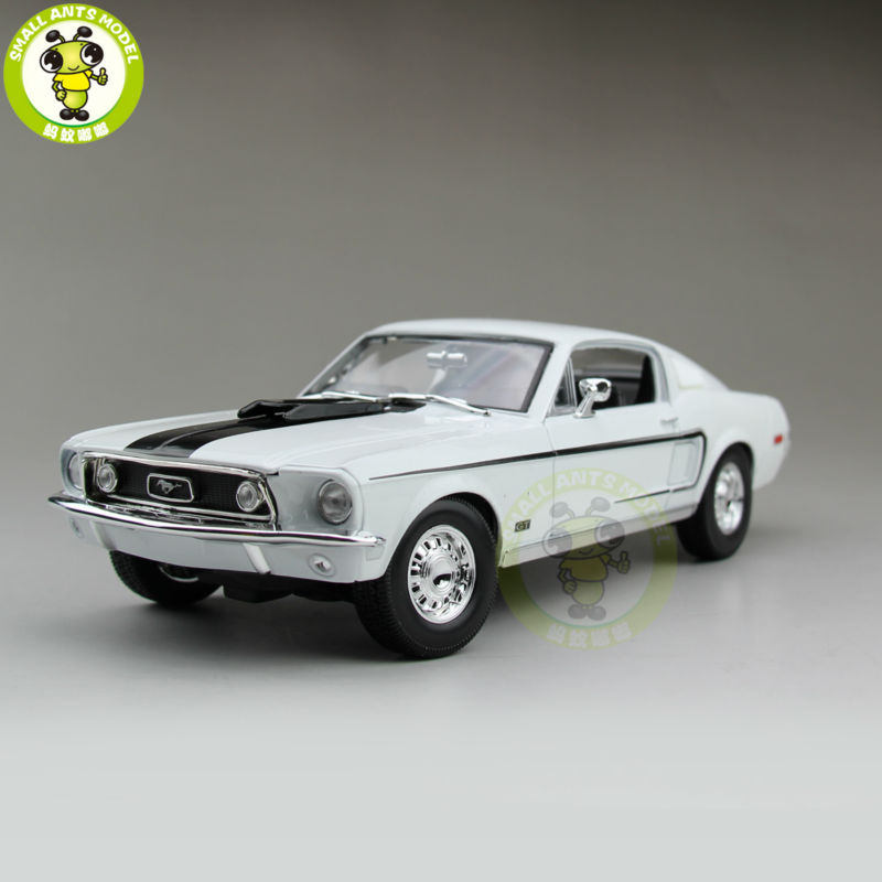 1/18 1968 Ford Mustang GT Cobra Jet Maisto Model diecast car model for gifts collection hobby White Color carnival is detonated the gt 500 shelby cobra muscle car jada 1 18 simulation models