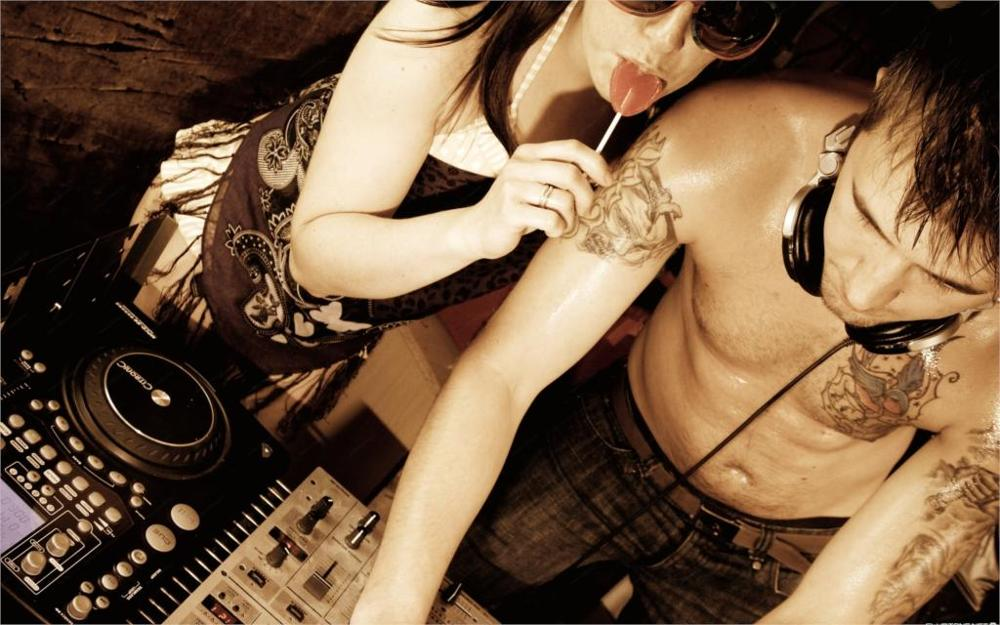 Сексуальные телки тусят под музыку фото 289-570