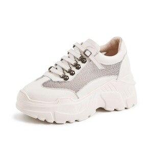 Image 2 - Mesh ventilado Lenkisen estilo punk couro genuíno alta plataforma inferior projeto fivela dedo do pé redondo tênis vulcanizados sapatos L73