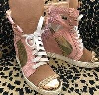 2018 ярко розовый кожи питона Женские повседневные ботинки на шнурках с металлическим носком Дамы увеличение каблук вулканизируют Туфли зол