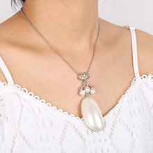 Pure natural shell necklace pendant designed for women, light and beautiful is the first choice lover