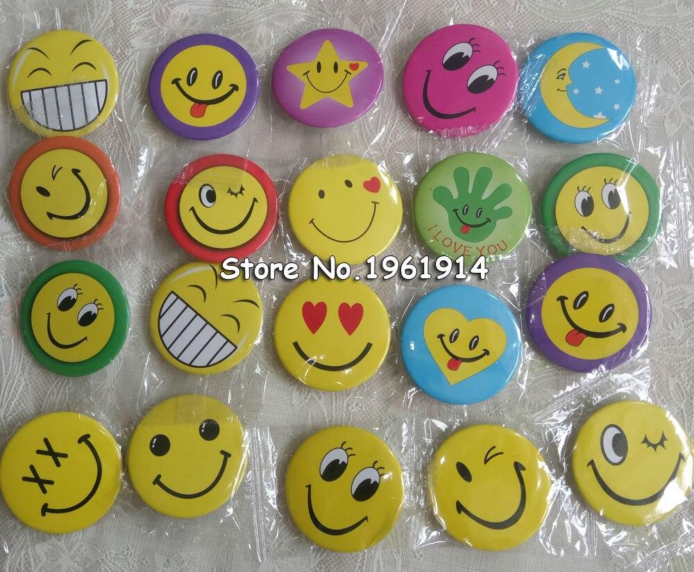 100 pcs 30mm 45mm Mista Sorriso Rosto Sorriso Smiley Face Badges Pin em Botão Broochs Ícones Fun Crachá acessórios Da Jóia DIY