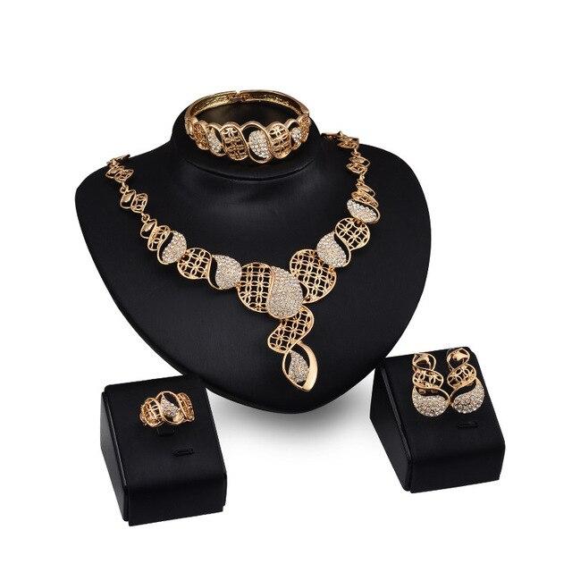 5788cb0d75e9 Moda joyería Set Collares Pendientes pulseras Anillos embutido Diamantes  con piedras falsas oro partes de la
