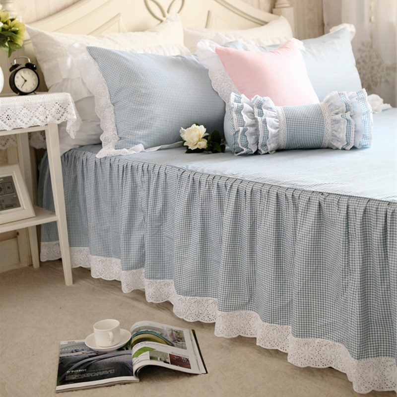 European Style Classic Bule Plaid Bedspread Embroidered