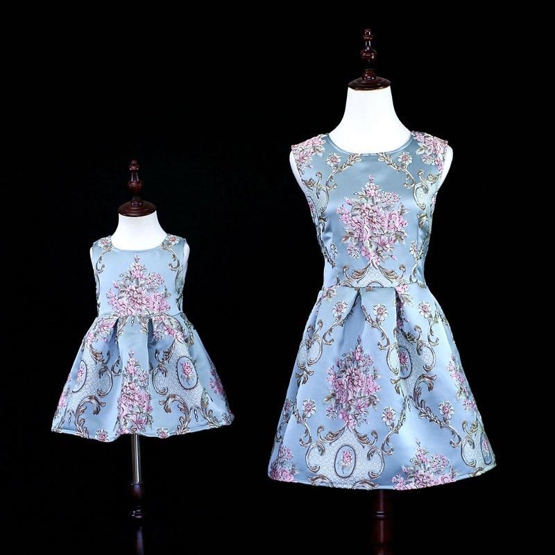 2018 de luxe marque mère fille robes bébé filles broderie fleur princesse robe famille correspondant tenues maman robe de mariée