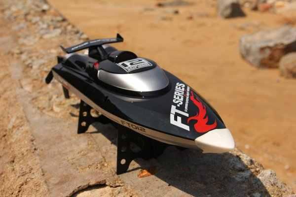 45 KM/H. envío gratis Venta caliente 100% Original FT012 actualizado FT009 2,4G sin escobillas RC barco barcos de control remoto para chico