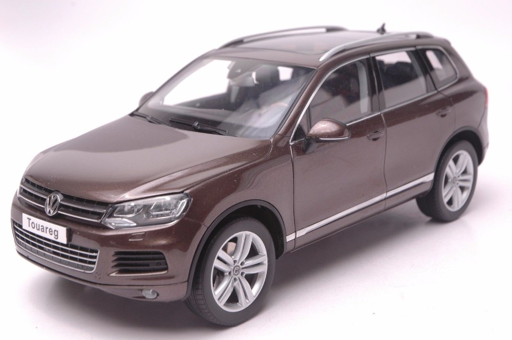 1:18 Diecast Model for Volkswagen VW Touareg TSI 2010 Brown SUV Alloy Toy Car Collection Gifts автомобиль bburago 1 18 gold volkswagen touareg 18 12002