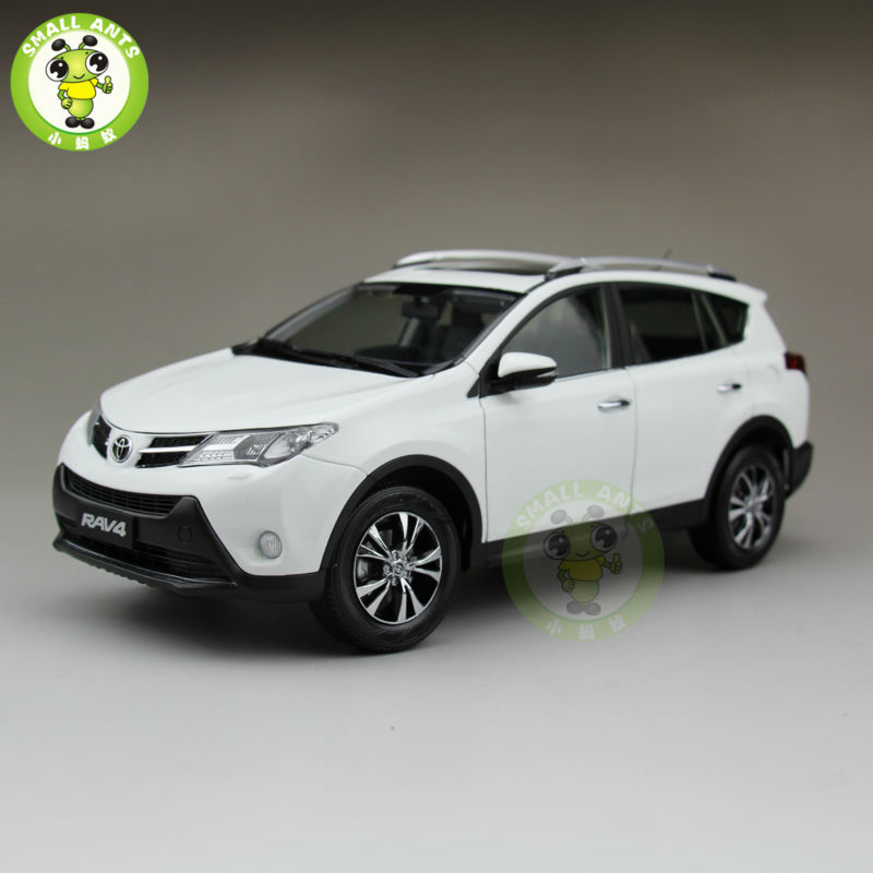 1/18 Toyota RAV4 Diecast SUV Car Model Toys for gifts collection hobby White Color blazer man ruck