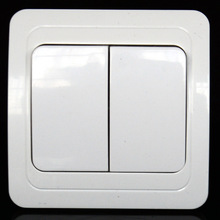 The European standard high quality double open and single control wall switch has CE authentication