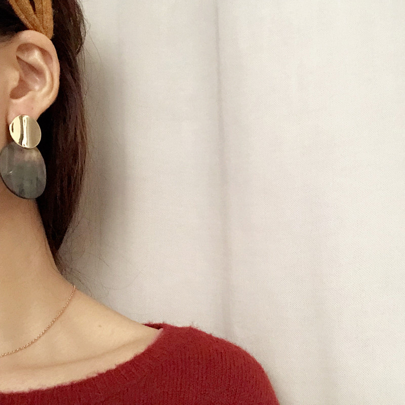 Fashion Heavy Metal Exaggerated Temperament Curved Round Shell Shell Personality Earrings Jewelry in Drop Earrings from Jewelry Accessories