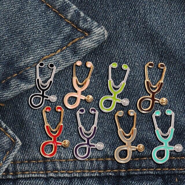 Creativo 18 stili Spille Colorate Medico Infermiere Stetoscopio dello smalto Spilli Medico Giubbotti jeans sacchetto Dei Monili del sacchetto Pulsante Distintivi e Simboli Regali