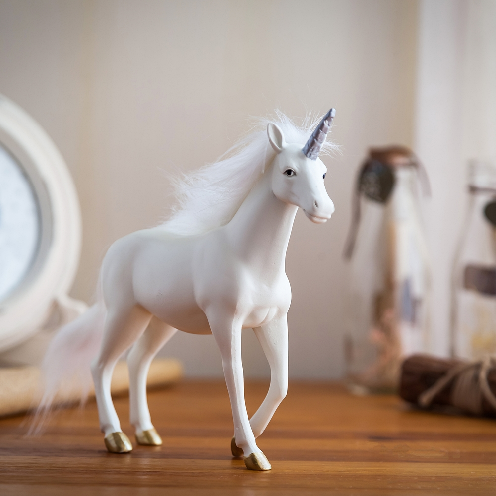 Unicorn Resin Residence Ornament Equipment Trendy Residing Room Crafts White Horse Statue Decoration Workplace Desk Ornament Present Lx