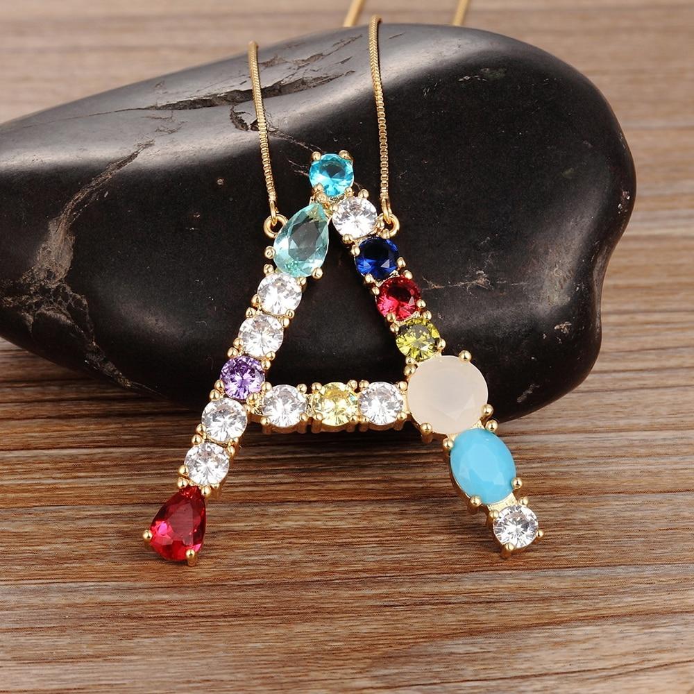 Atacado de alta qualidade 26 letras multi-color cz colar diy pingente de cobre feminino meninas belas jóias de festa melhores presentes da família