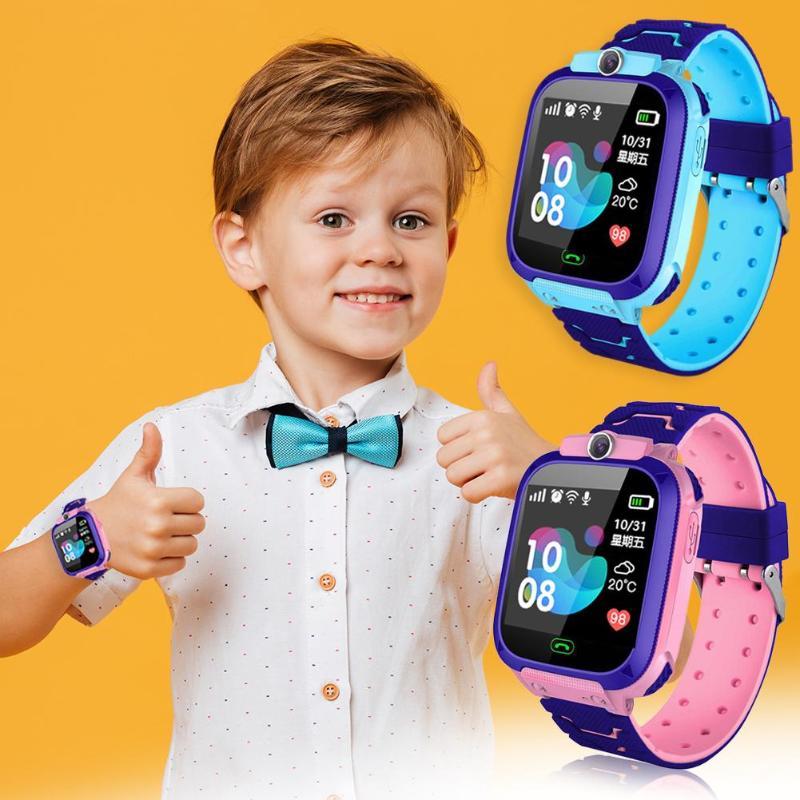 Crianças Relógio Inteligente de Iluminação Da Câmera da Tela de Toque Tela Sensível Ao Toque de Chamada SOS Rastreamento LBS Location Finder Do Bebê Dos Miúdos Relógio Inteligente