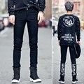2017 Desfile de Moda Design de Estilo Homem Jeans Calças Homens Carta de Impressão Lavagem Com Água Casuais calças de Brim Do Punk