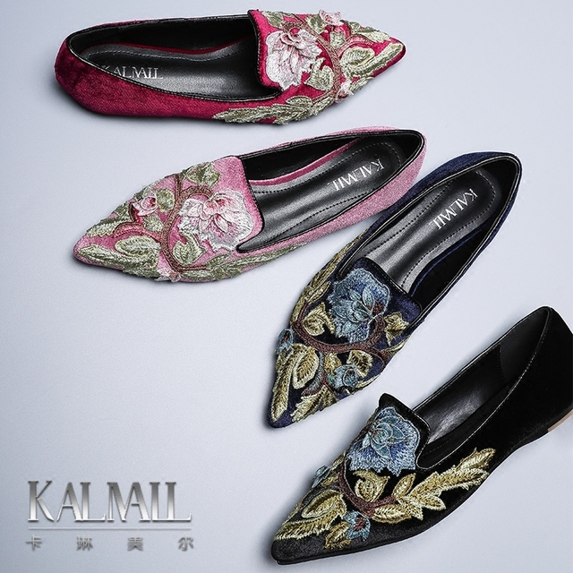 e99eba33ca62df Female Spring 2018 new wave of European station wild embroidery flowers  shallow mouth flat shoes female Mule shoes