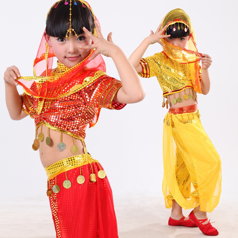 красивый танец девушки в желтом костюме