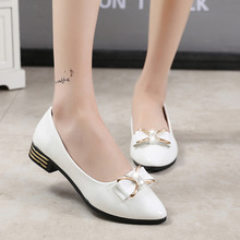 Women's flat shoes 2019 spring new Korean version of the wild shallow mouth sweet beauty shoes summer pointed light peas shoes korean female black work shoes candy shoes pointed flat with flat shoes shallow mouth small son wild shoes b25