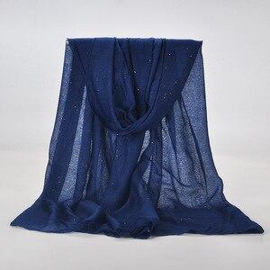 Image 5 - 20 kleur 2019 Nieuwe Winter Vrouwen Zwart Navy Effen Kleur Moslim Hijab Shimmer Glitter Sjaal Wrap Vrouwelijke 90cm * 180cm