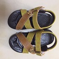 Liquidación especial 2017 marca sandalias de los niños zapatos de niño de goma PU gancho niño playa sandalias niños sandalias de cuero marrón del envío libre
