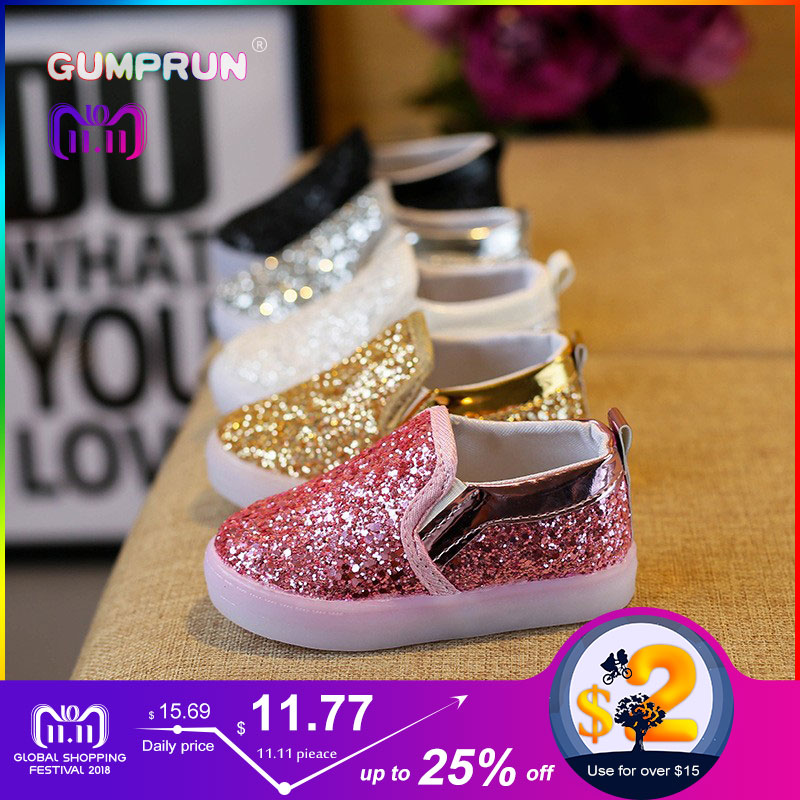 все цены на Fashion Children's Luminous Shoes Glitter Sequins Girls Flat Shoes LED Luminous Shoes Non-slip Wear Children's Shoes онлайн