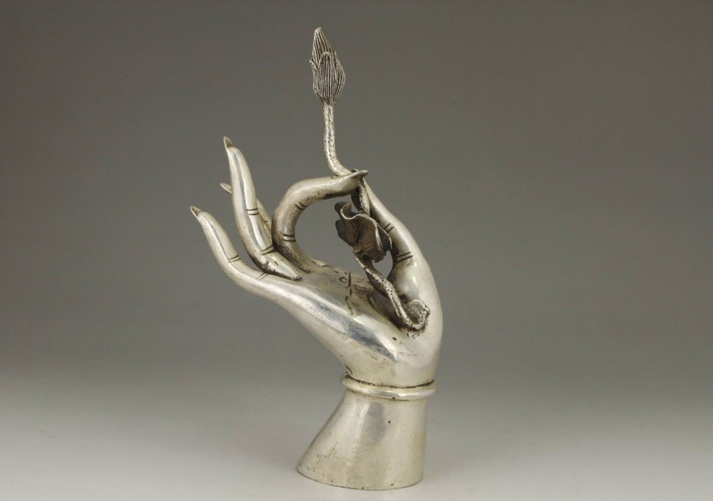 Chinois vieux cuivre blanc travail manuel sculpture bouddha kwan-yin main de collection StatuChinois vieux cuivre blanc travail manuel sculpture bouddha kwan-yin main de collection Statu