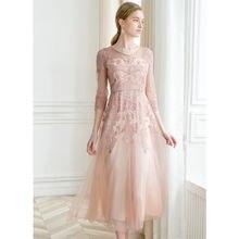 Женское длинное платье розовое с высокой талией и стразами весеннее
