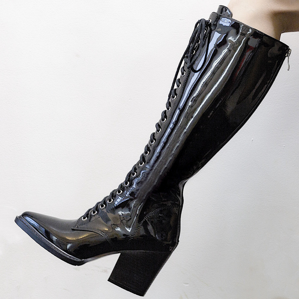 Ayakk.'ten Diz Hizası Çizmeler'de MStacchi kadın Motosiklet Çizmeler Sivri burun Lace up Kalın Ayakkabı Kadın Patent Deri Diz Yüksek Çizmeler Moda Botas mujer'da  Grup 2