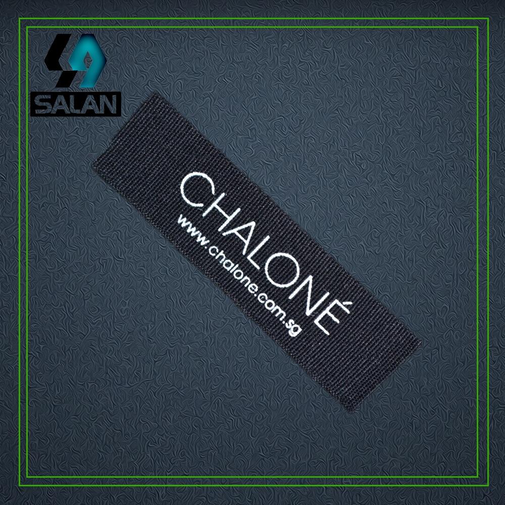 Personnaliser les étiquettes de coton noir sérigraphie logo ne se décolore jamais étiquettes de couleur coton étiquette de vêtement damassé étiquette tissée