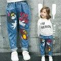 Новогодний подарок. весна и осень дети одежда повседневная джинсы брюки, мультфильм изображения девушки джинсы, девушка рваные джинсы.