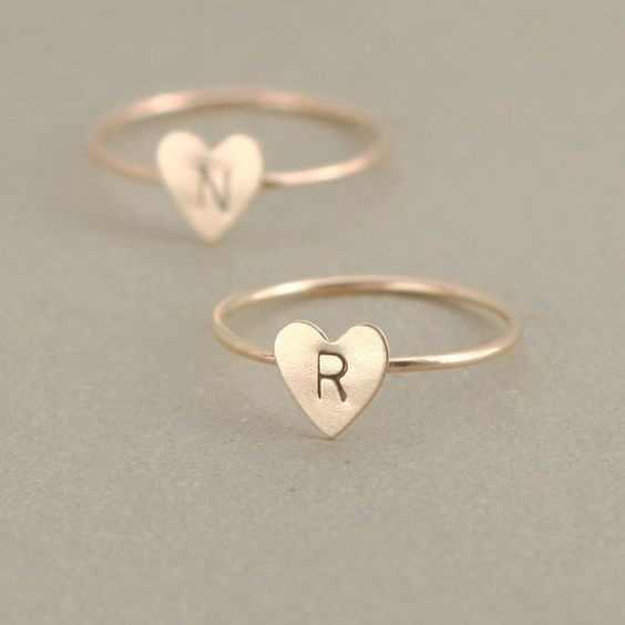 ส่วนบุคคล Hand Stamped ซ้อน A-Z 26 ตัวอักษรเริ่มต้นหัวใจแหวนผู้หญิง Finger แหวนเครื่องประดับขายส่ง